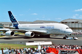 "Airbus A380 ""New livery""; 1:144"